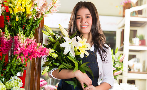 flower-shop-woman2